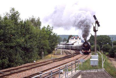 Mikado 141R quittant la gare de Saint-Amand Montrond Août 2005 Photographie La France vue du Train © www.francevuedutrain.net